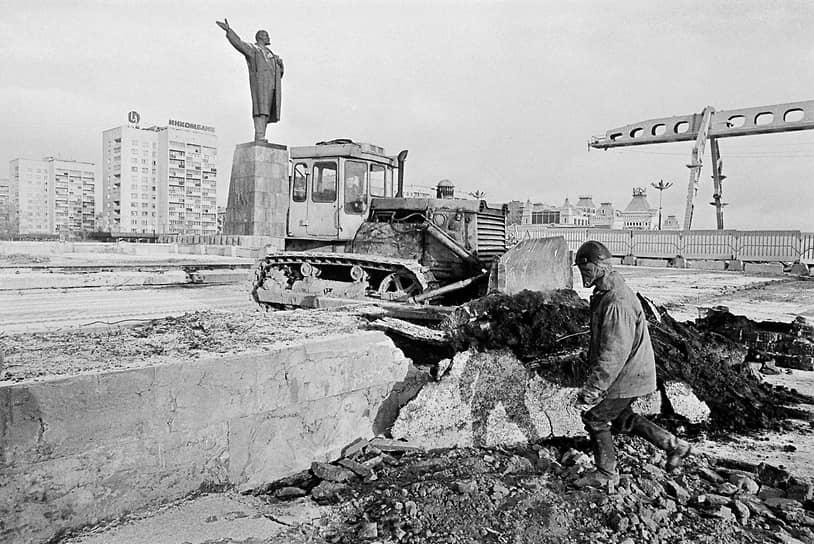 """Предполагалось, что сразу после ее возведения метро отправится в микрорайон Мещерское озеро через станции """"Стрелка"""" и """"Волга"""", которые спроектировали в 1990 году"""