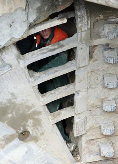 В 2010 году на поверхность вышел проходческий щит, выкопавший первый перегонный тоннель от метромоста до площади Горького