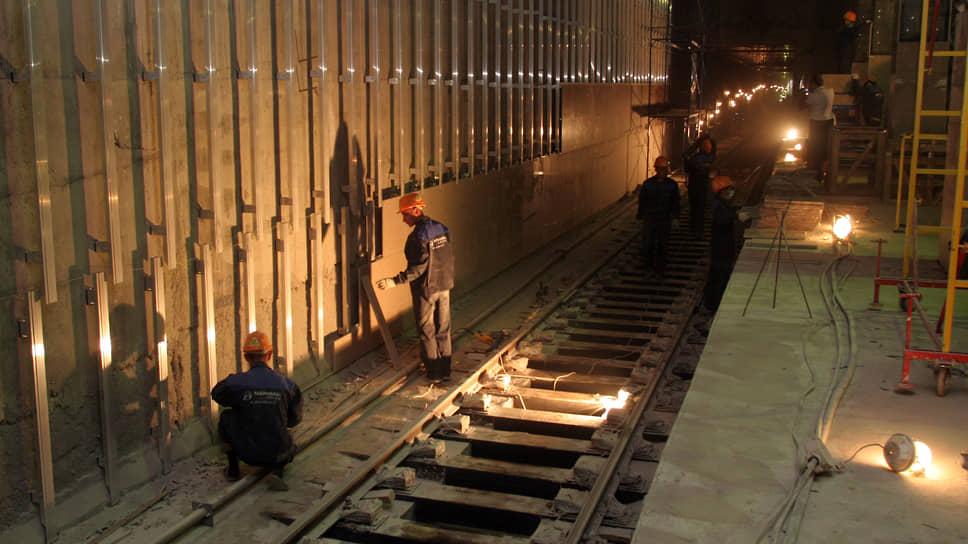 """Наконец, перекрытия были сделаны и на """"Горьковской"""" начали укладывать железнодорожные пути"""