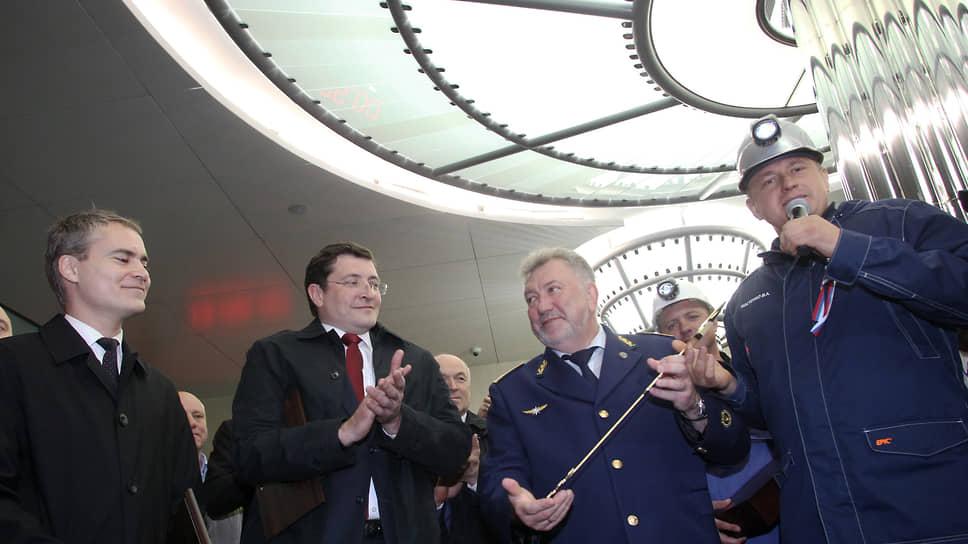 Станция открыта 12 июня 2018 года после нескольких переносов даты. Генеральный директор ООО СК УС-620 Владислав Костенко (справа), строившей станцию, сейчас находится под  домашним арестом из-за обвинений в хищениях