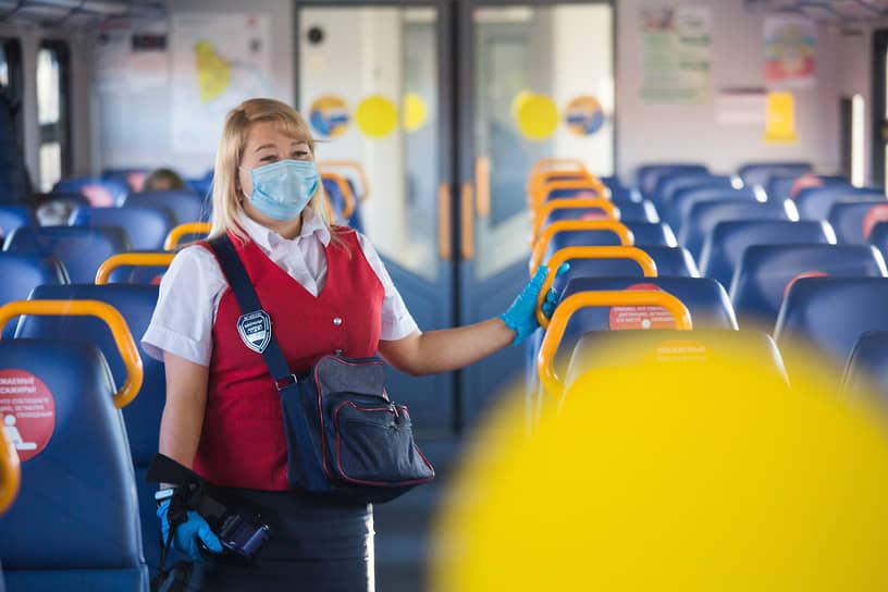 Из-за пандемии коронавируса в этом году бегать от кондуктора электрички без билета некому