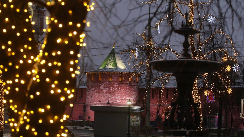 Самые яркие огни горят на площади Минина