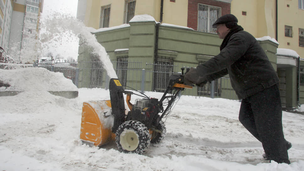 Сегодня трудно представить уборку снега без современной техники