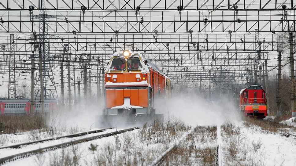 На железной дороге проблемы те же, что и на городских улицах, но путь для вагонов всегда подготовит снегоочистительный поезд