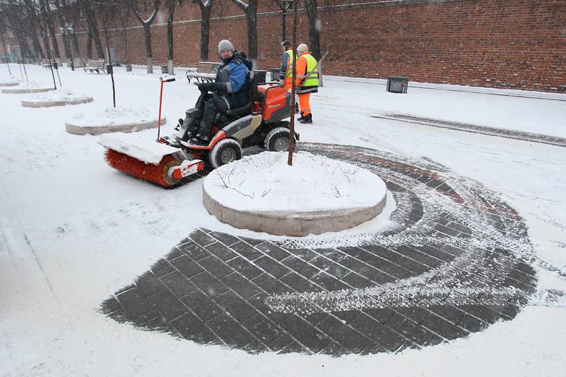 Добраться до асфальта под снегом к середине января почти невозможно