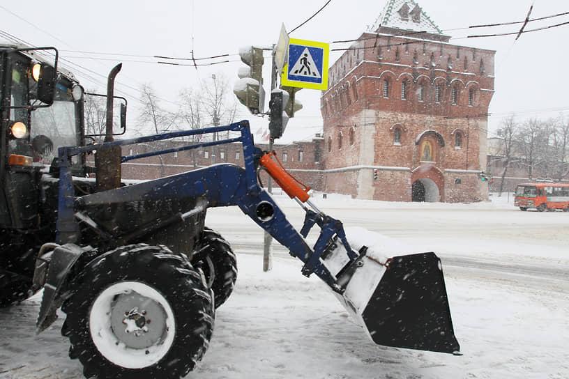 Основные силы нижегородские коммунальщики бросили на расчистку магистральных улиц и центральной площади Минина у кремля