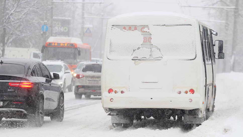 Водители запомнят этот снегопад надолго