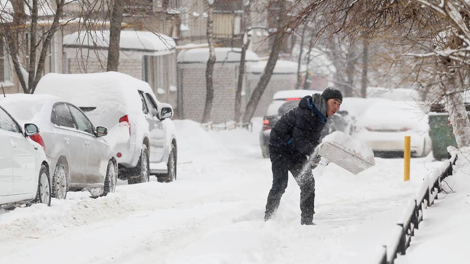 Большинство коммунальных рабочих никогда не видели снега на своей родине