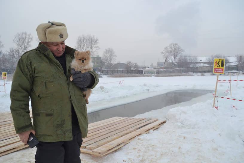 Утром некоторые нижегородцы решили приобщить к купанию домашних животных...