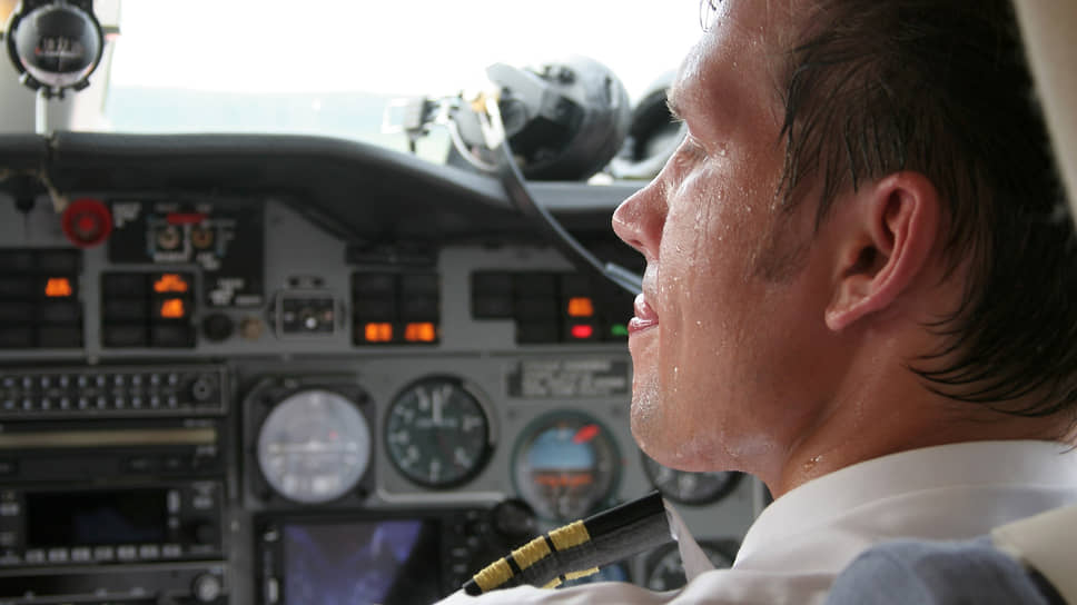 """Садиться и взлетать пилотам приходится в разных условиях. Например, пилоты самолета """"Гжель"""" М - 101 в 2006 году сажали самолет в Стригино с вынужденно выключенным кондиционированием кабины"""