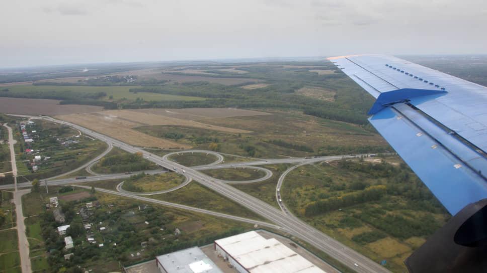 Стригинский аэропорт давно стал неотъемлемой частью транспортной инфраструктуры региона, как и южный обход Нижнего Новгорода, вдоль которого заходят на посадку самолеты