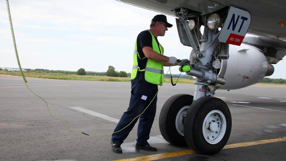 Наушники аэродромного техника – последнее, что связывает экипаж с наземным персоналом перед вылетом