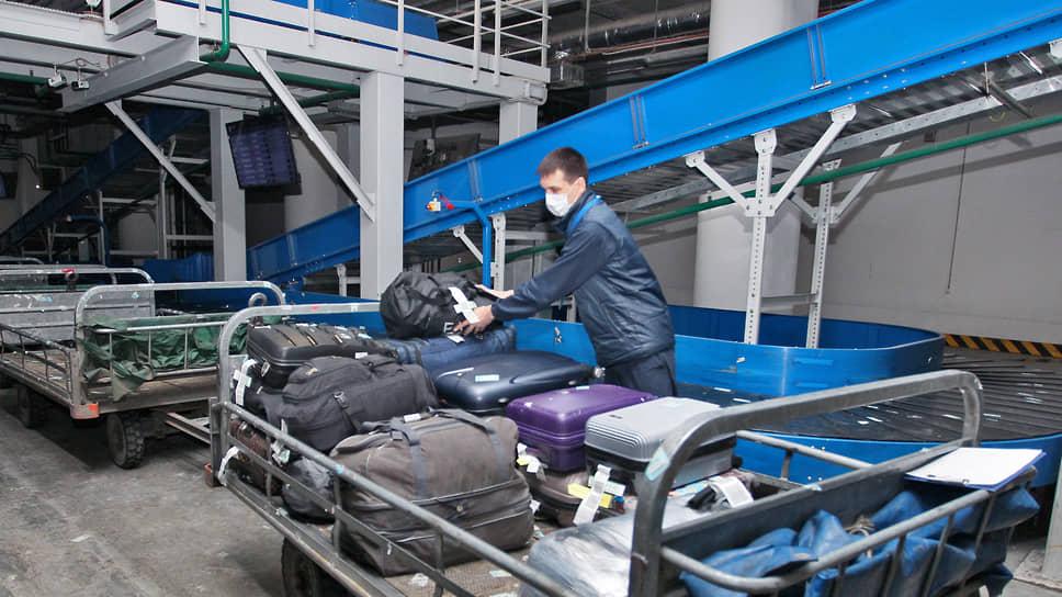 После тщательной проверки багаж поступает на автоматическую станцию сортировки