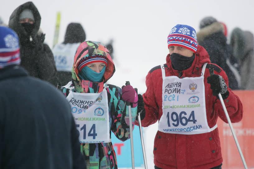 Всем остальным участникам соревнований выдали сувенирные шапки и нагрудный номер