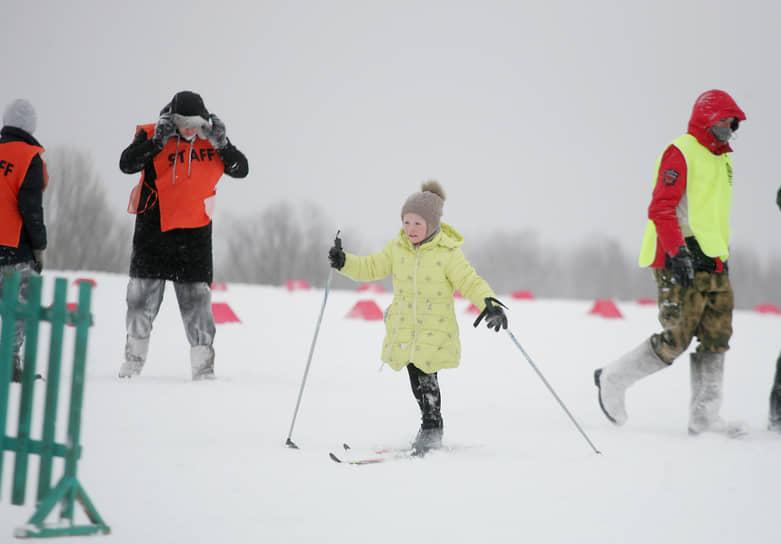 Участвовать в забегах могли только нижегородцы старше 14 лет и моложе 65. Но просто прокатиться на лыжах без номера участника никто не запрещал