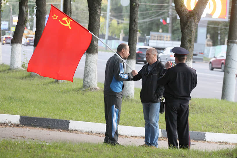 Попытка коммунистов возглавить протест была быстро пресечена полицией и не поддержана участниками