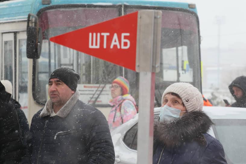 На место происшествия кроме сотрудников МЧС и Скорой помощи, приехали следователи и прокуроры, а также члены правительства Нижегородской области