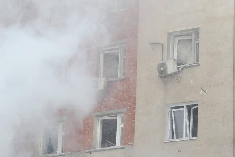 Взрывной волной выбило окна в квартирах, которые расположены над местом взрыва