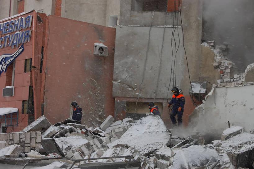 От взрыва разнесло кафе, которое располагалось в пристрое к первому этажу жилого дома