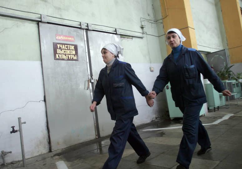 Работницы Нижегородского машиностроительного завода смело идут по жизни