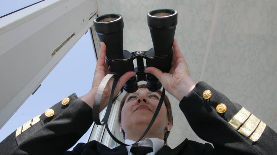 Проход кораблей по акватории на Городецких шлюзах контролируют операторы-женщины