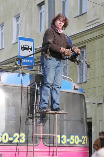 В Нижнем Новгороде женщины не только водят троллейбусы, но и ремонтируют их сами
