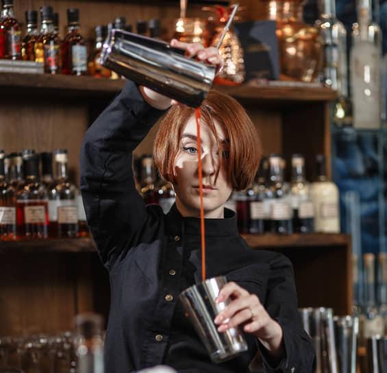 """Барвумен нечасто встретишь в местных барах. Светлана Фатхинурова, шеф-бармен ресторана """"Парк культуры"""" и V bar"""