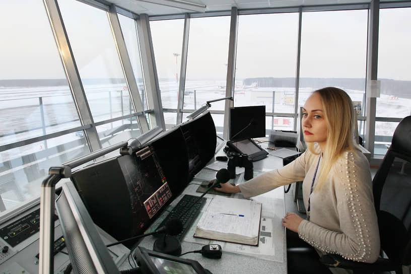 Еще недавно в аэропорту Стригино женщина за диспетчерским пультом была экзотикой