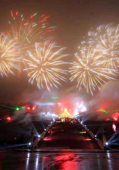 В честь Дня народного единства на Чкаловской лестнице устраивали лазерное шоу и салют (2006 год)
