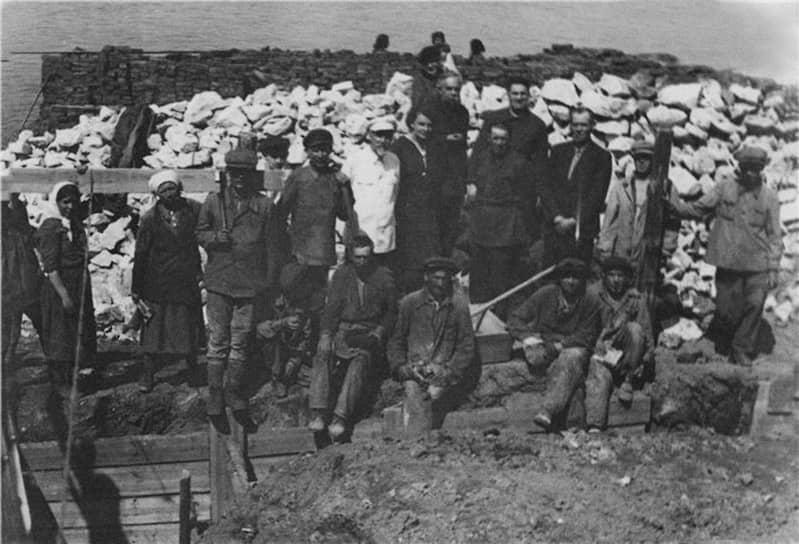 Лестницу должны были возвести в кратчайшие сроки, но в войну из-за нехватки средств стройка затягива