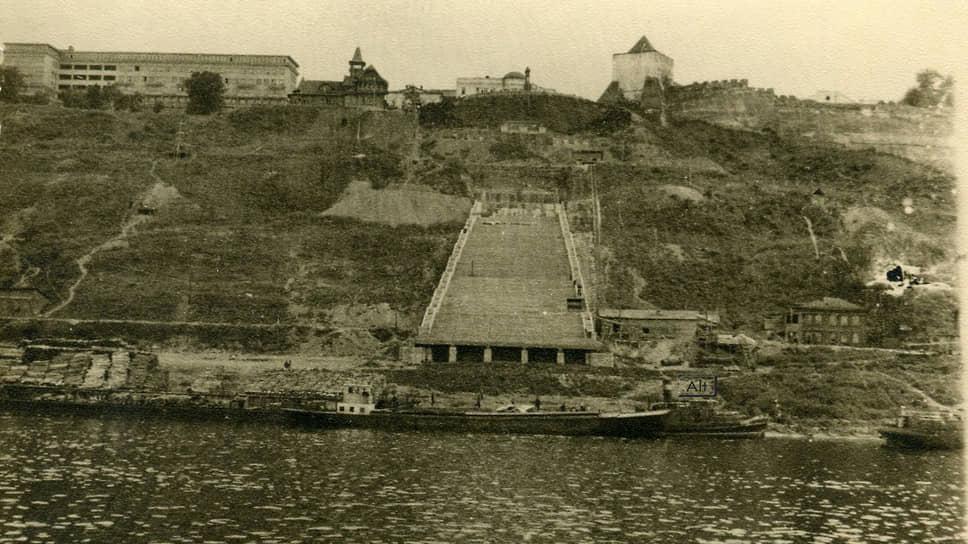 Предполагалось, что лестница будет называться Сталинградской в честь победы в Сталинградской битве