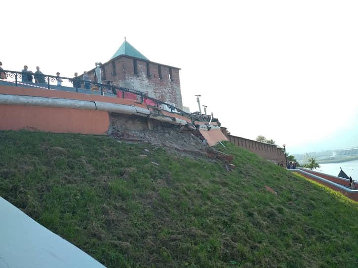 В 2019 году обрушился фасад Чкаловской лестницы. После восстановительных работ стало понятно, что ей нужен капитальный ремонт
