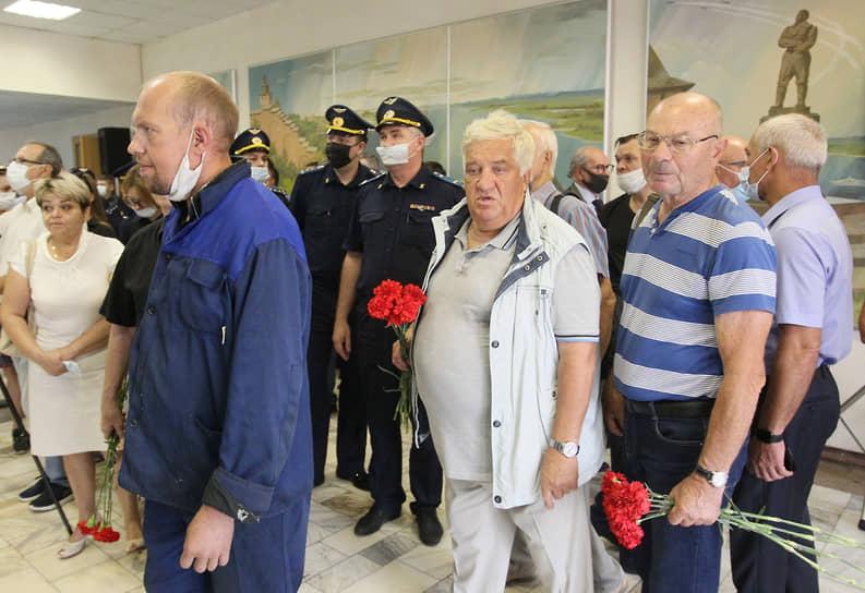 Бывший директор завода Петровского Иван Буслаев (в центре) долгие годы был соратником Лузянина