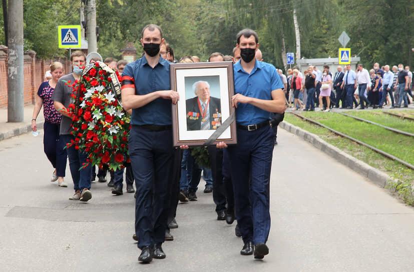 Владимира Лузянина провожал в последний путь весь завод