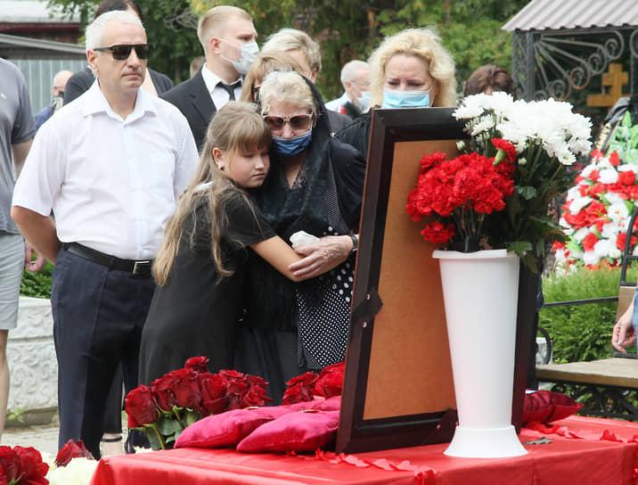 Даже правнучка не в силах унять горе вдовы Марии Прокофьевны