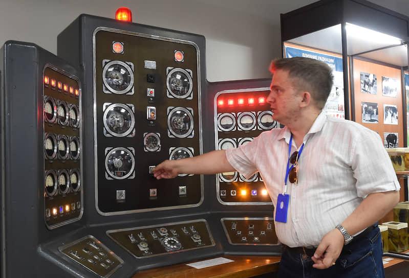 Сейчас в Семипалатинске работает музей ядерного полигона. На фото – пульт управления взрывом первой атомной бомбы.