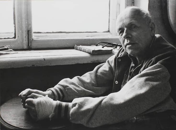 Академика Андрея Сахарова называют отцом атомной бомбы. На фото -- советский физик у себя дома. 1980-ые годы.