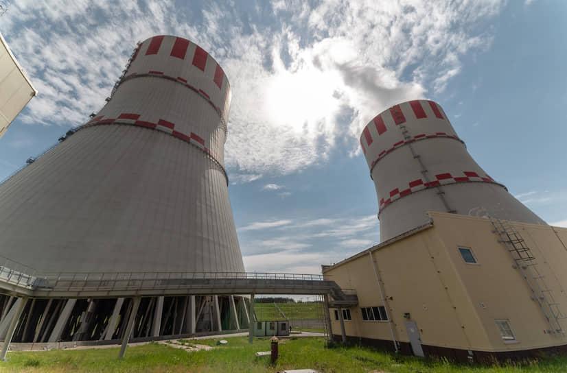 Чтобы охладить ядерный реактор нужны огромные градирни, такие как на Нововоронежской АЭС