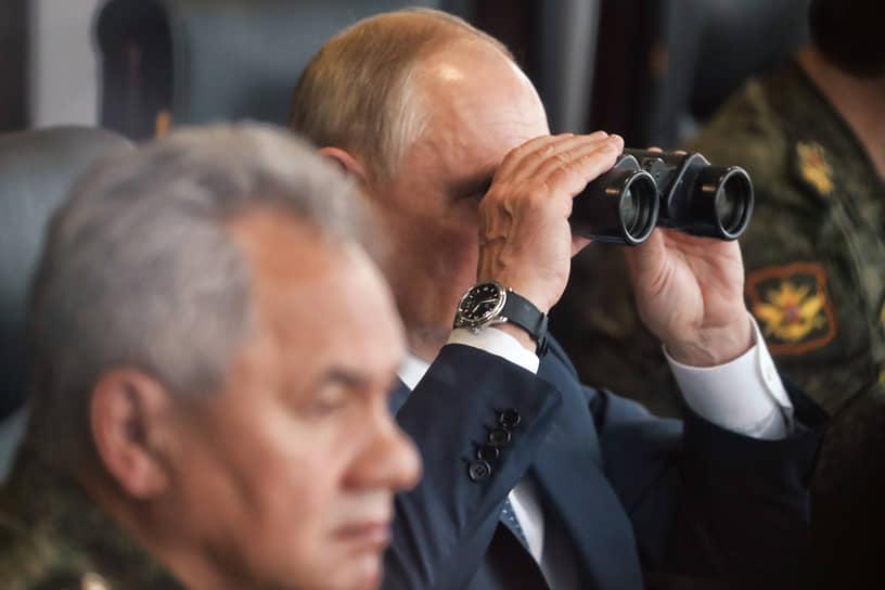 За закрытием военных учений в Мулино наблюдали президент Владимир Путин и министр обороны Сергей Шойгу