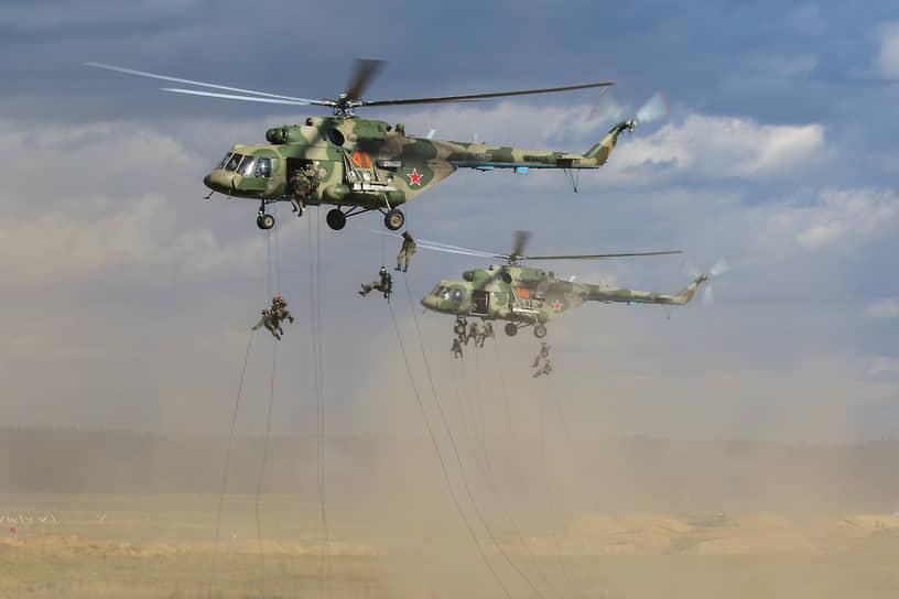 На полигоне Саваслайке подразделения ВДВ отрабатывали высадку тактического десанта