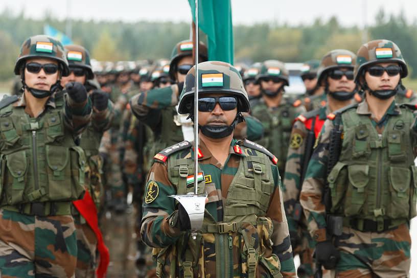 В мероприятии участвовали не только российские военные, но и вооруженные силы Армении, Белоруссии, Индии, Казахстана, Киргизии и Монголии. На фото -- солдаты индийской армии