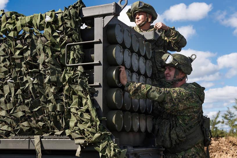 Военные готовят к работе систему залпового огня