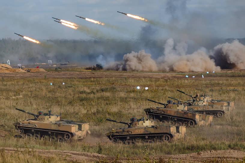 В общей сложности в учениях двух стран были задействованы 290 танков