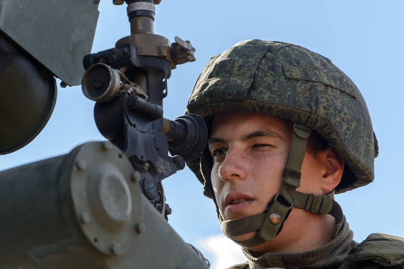 На девяти полигонах в России и Белоруссии вести совместный бой тренировались 200 тысяч военных