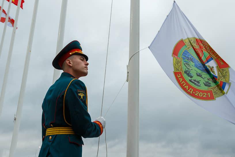 Отвечая на опасения Запада, статс-секретарь – заместитель министра обороны РФ Николай Панков подчеркнул, что учения носят «сугубо оборонительный характер»