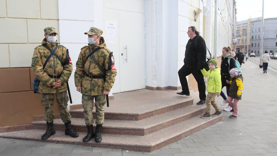 Кроме полиции избирательные участки охранялись от посягательств Росгвардией