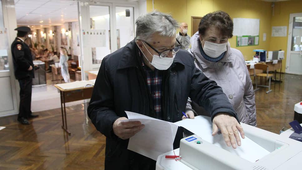 Пенсионерам было нелегко загрузить свои бюллетени в КОИБ, то и дело произносящий замечания женским голосом