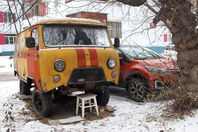 Расходы на ремонт, обслуживание и техосмотры разорят любого, и некоторые в конце концов бросают машину доживать свой век во дворах