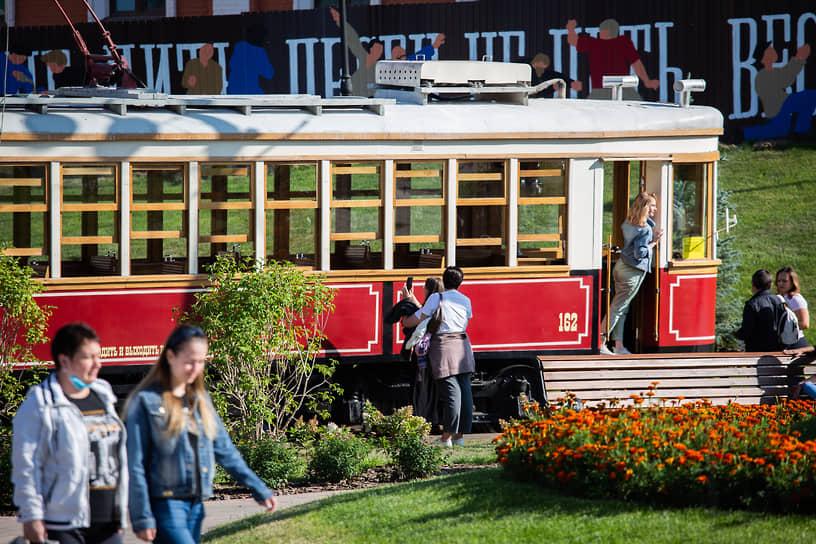 Мало кто помнит, что первым городом, в котором появился электрический трамвай, был Нижний Новгород. А произошло это задолго до автомобилизации
