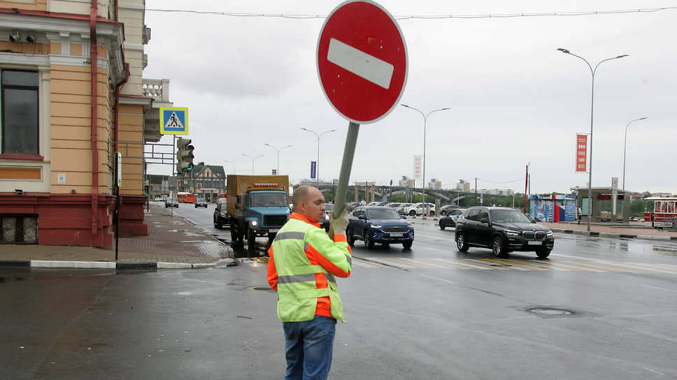 """Подобраться на автомобиле можно далеко не к любому месту: в городах """"кирпичи"""", запрещающие проезд, натыканы в самых неожиданных местах"""